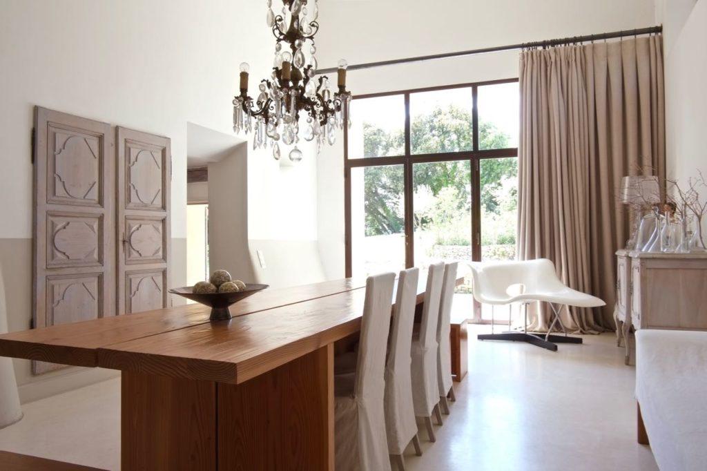 Dining room at La Baye des Anges