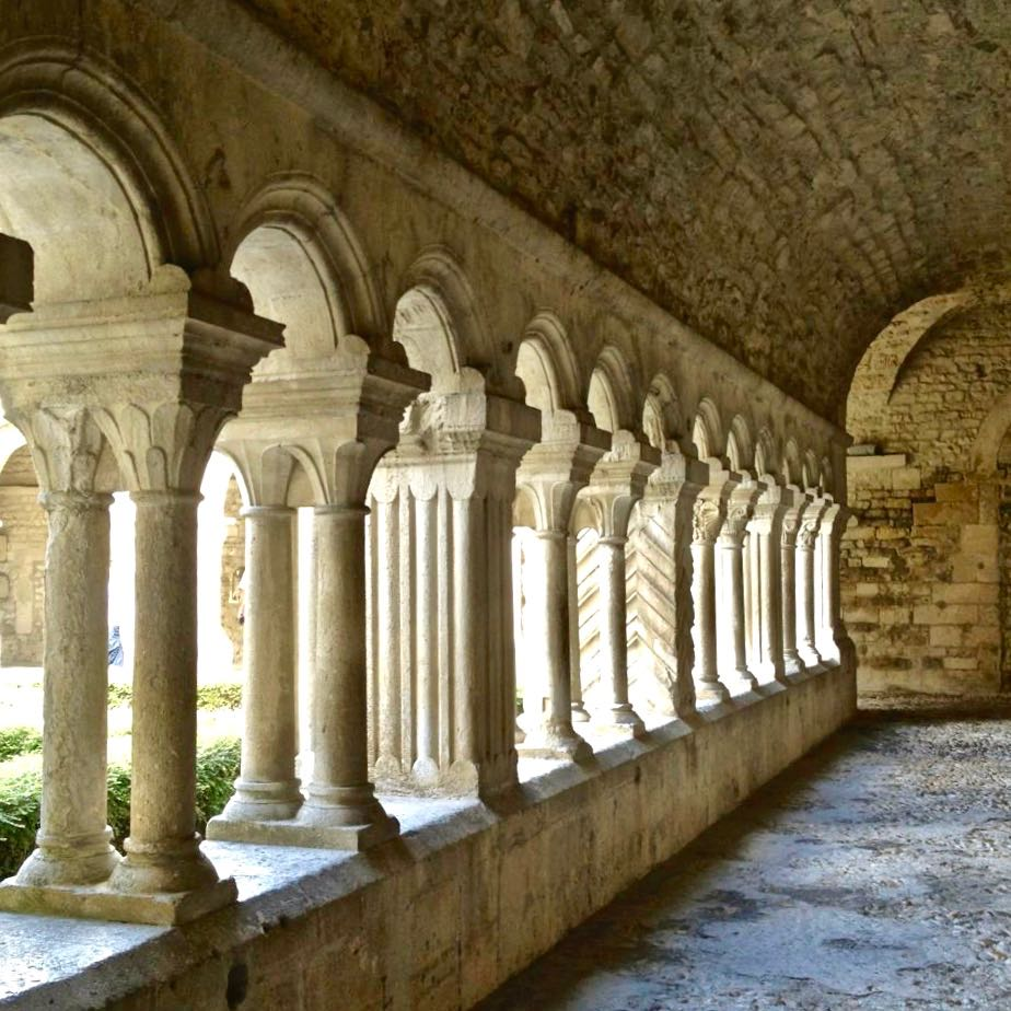 Vaison-la-Romaine's cathedral and cloister