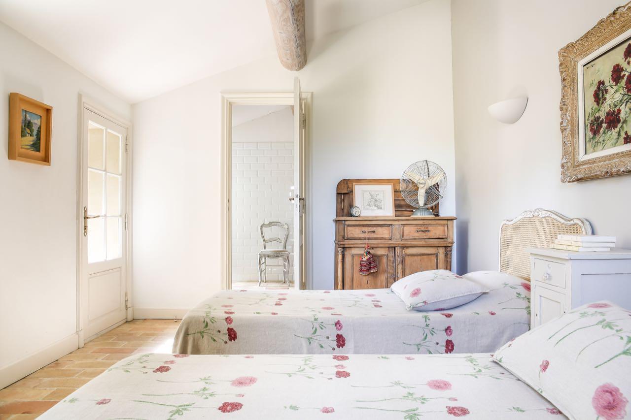 Roussanne suite, La Baye des Anges